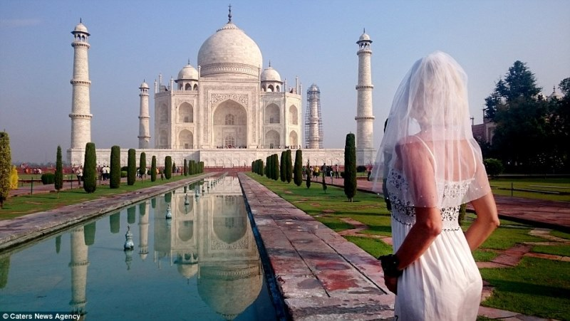 pavlina in front of the taj mahal, india_New_Love_Times
