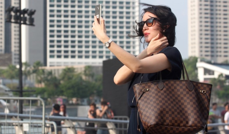 woman taking a selfie_New_Love_Times