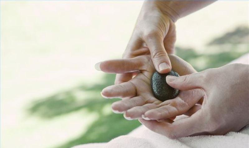 hand massage_New_Love_Times