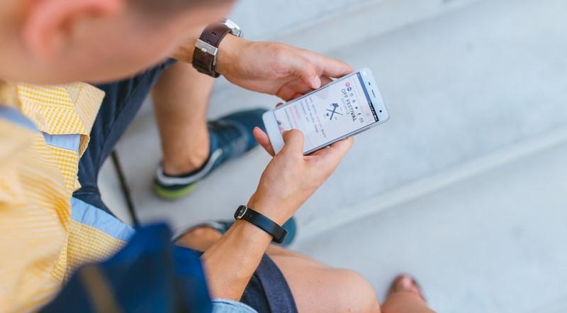man texting_New_Love_Times