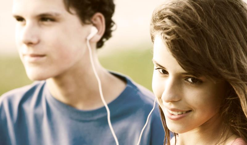 couple listening to music_New_Love_Times