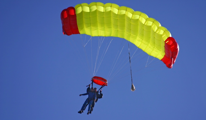 couple paragliding_New_Love_Times