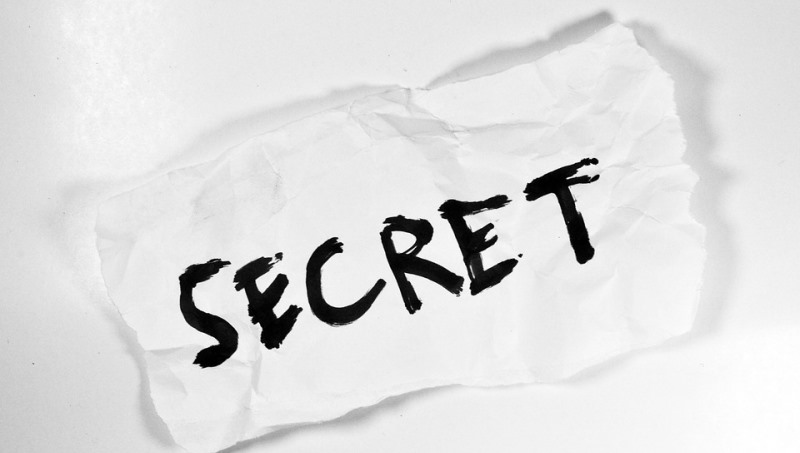 keeping secrets in a relationship_New_Love_Times