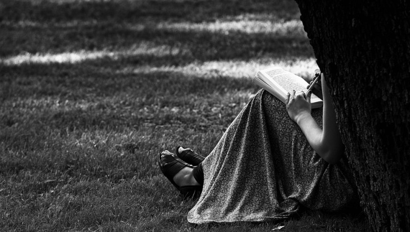 woman reading_New_Love_Times