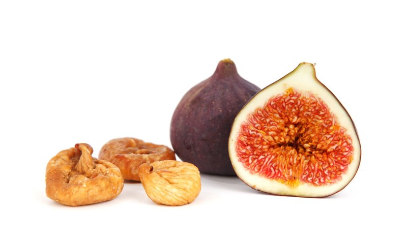 Make a facial mask using figs